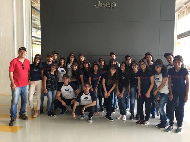 Alunos de Administração na fábrica da Jeep_09.10.17